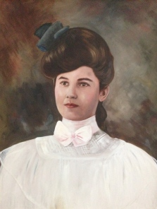 Classic turn of the century Gibson Girl look.