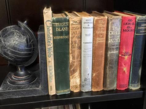 books-1147812_1280