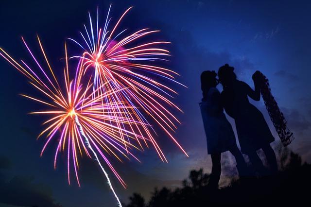 fireworks-804839_640